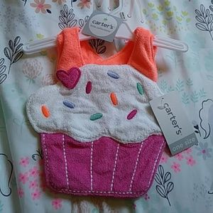 Cute cupcake bib NWT